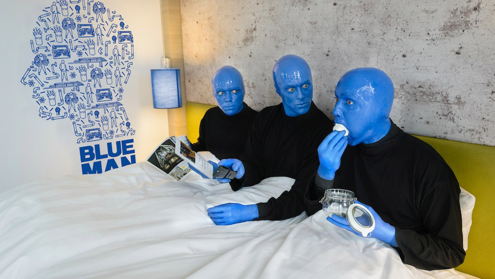 blue man group neun facts zu den blauen glatzk pfen. Black Bedroom Furniture Sets. Home Design Ideas
