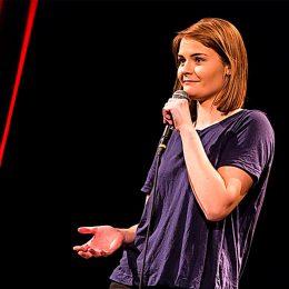 Mit ihrem Programm «Hazel Brugger passiert» rockt sie die Comedy-Bühnen.