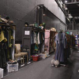 Garderobenstadt: Hier hängen 350 handgemachte Kostüme.