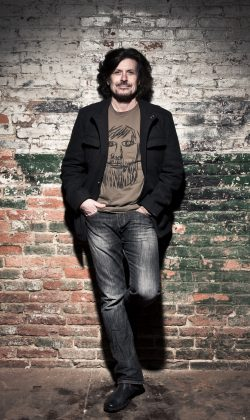 Chef der Hooters: Eric Bazilian.